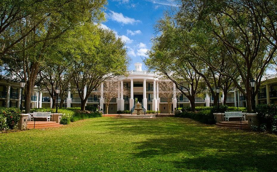 Disney's Port Orleans Resort – Riverside courtyard